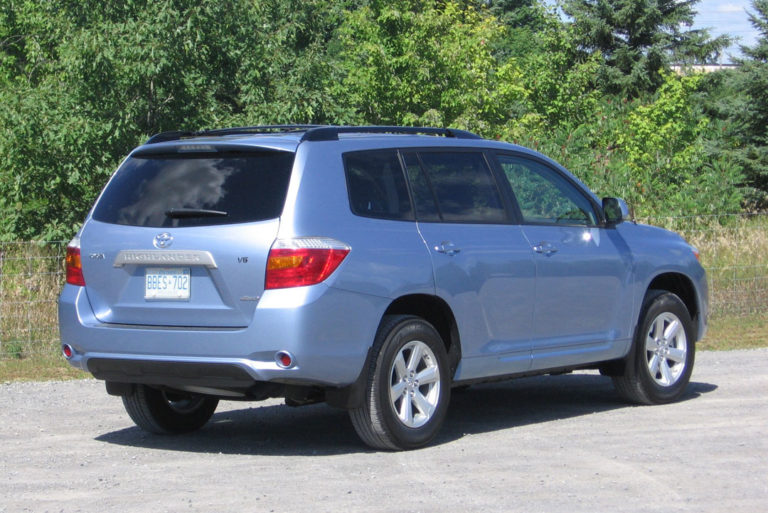 Toyota Highlander rear view