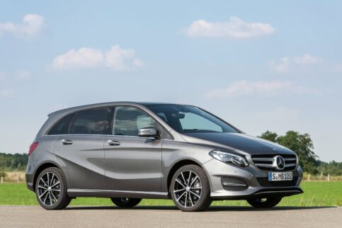 Premium vs Economy Mercedes-Benz B-Class vs Kia Rondo
